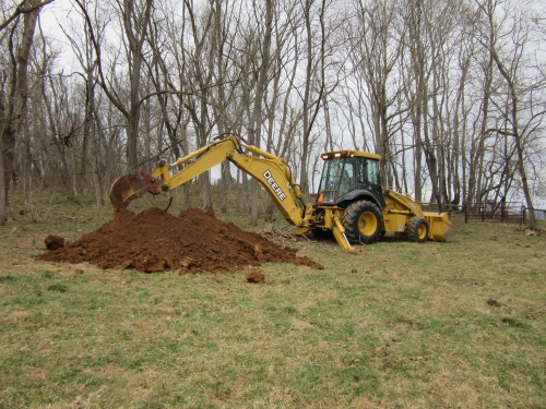 Backhoe takes 4 minutes to dig a massive hole